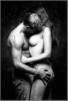 Photographie érotique de couple noir et blanc